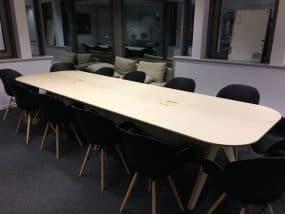 Table de réunion réalisée à la CNC